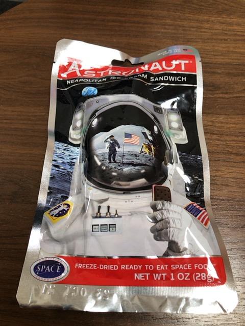 宇宙食のパッケージ。