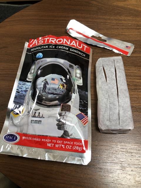 宇宙食の封を開けてみました。
